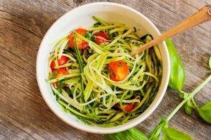 Espaguetis de calabacín: receta y beneficios